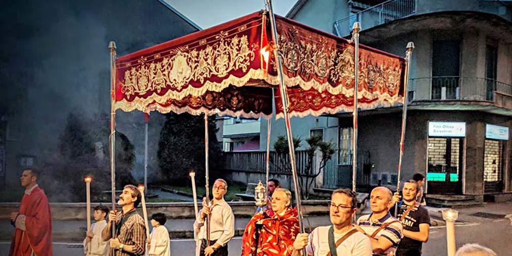 Baldacchino Processionale di Rovello Porro, in processione, cover