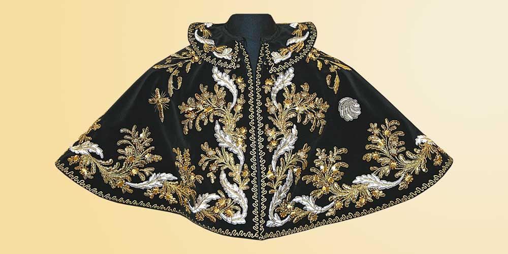 Mozzetta della Confraternita dei Bianchi di Gavi restaurata e riportata da Venturini Arredi Sacri, cover